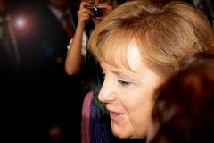 2009_Angela_Merkel_20090701_Haug_800px