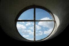 Fensterkreuz_Luetjenburg_800px_Haug